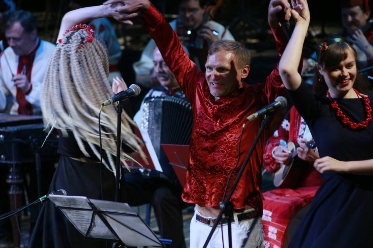 Відбувся довгоочікуваний концерт Олега Скрипки та оркестра НАОНІ в Одесі